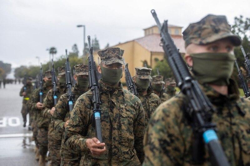 esercito con mascherina
